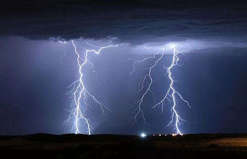 """""""超级螺栓""""是真实的,它们的闪光比普通闪电高出一千倍"""