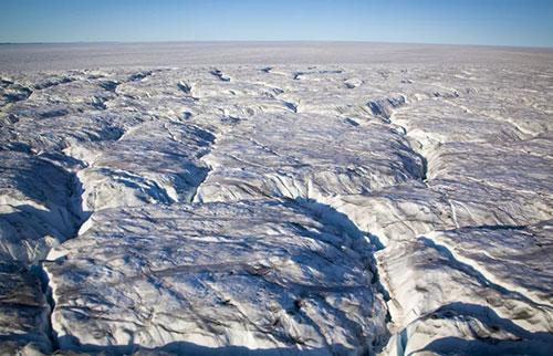原始格陵兰湖被发现埋在厚达一英里的冰块下