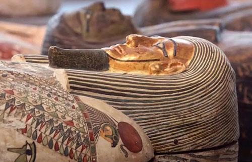 在古埃及的墓地,木乃伊的数量持续增长