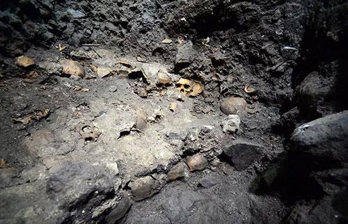 """墨西哥出土的巨型阿兹台克人头骨""""塔"""""""