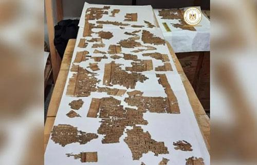 在埃及的墓地发现13英尺长的《死者之书》卷轴