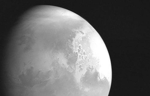 """""""天文一号""""火星任务拍摄了第一张""""红色星球""""照片"""
