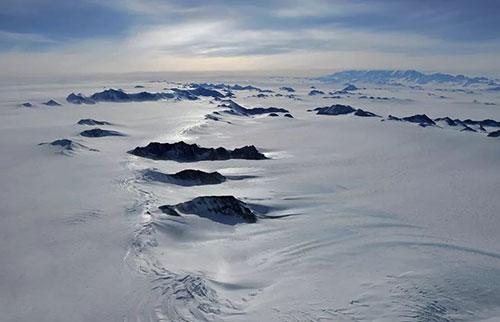 南极冰层下的湖泊可能充满了微生物