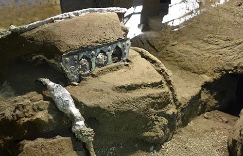 庞贝城出土有2000年历史的战车