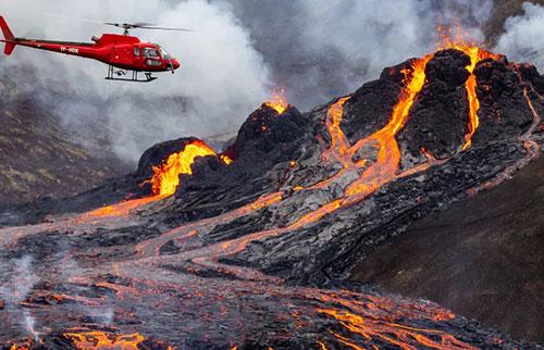 无人机画面显示了冰岛的火山喷发
