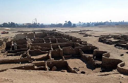 """在埃及发现有3000年历史的""""迷失的黄金城"""""""