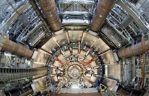 """经过48年的搜寻,物理学家发现了超稀有的""""三重胶球""""粒子"""