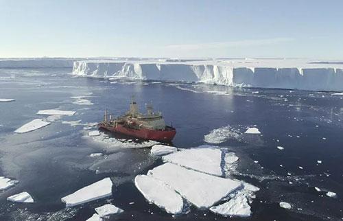 """无人潜艇揭示了南极洲的""""末日冰川""""接近临界点"""