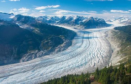 对地球上几乎所有冰川的研究表明,冰的流失正在加速