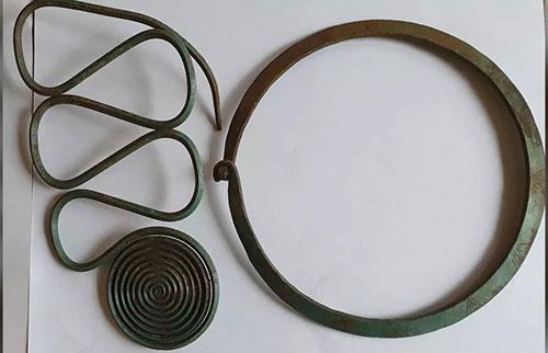 瑞典当地远足者发现了令人惊叹的青铜时代珠宝宝藏
