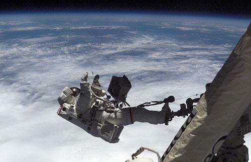 宇航员可能最终会开始清洗太空内衣