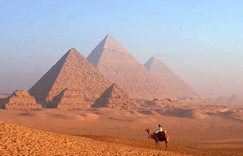谁建造了埃及金字塔?