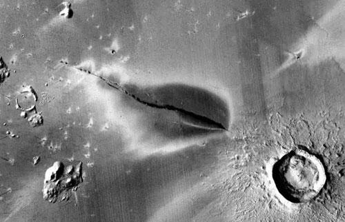 研究发现火星可能仍处于火山活动中