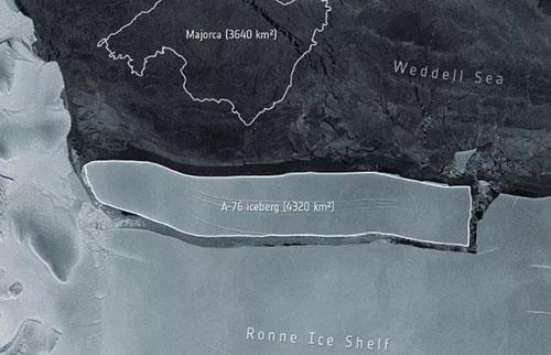 世界上最大的冰山在南极洲爆发