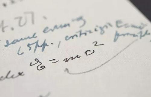 包含著名的E=mc2方程的爱因斯坦手稿售价为120万美元