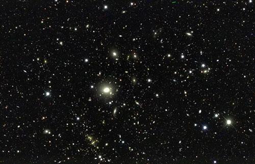 暗能量的发现是否证明爱因斯坦错了?不完全的