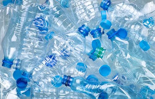 科学家将塑料垃圾转化为香草调味剂