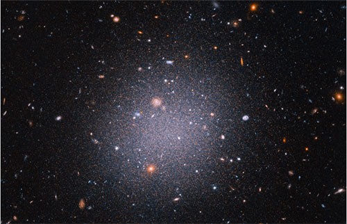 发现已经很奇怪的星系只有很少的暗物质