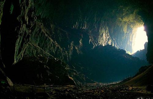 有没有人类社会曾经生活在地下?
