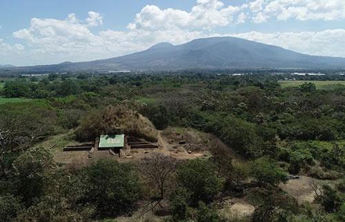 玛雅人建造的巨型金字塔是由火山喷出的岩石制成的