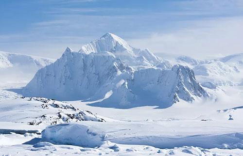 南极在有记录以来最冷的冬天结冰